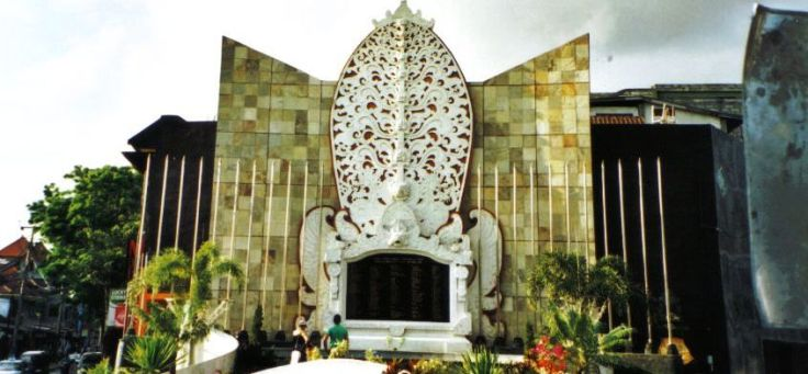 Divers 15 (monument in Kuta)