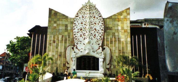 Divers 15 (monument in Kuta)