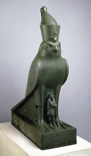 Horus beschermt de farao - 320 v.C.