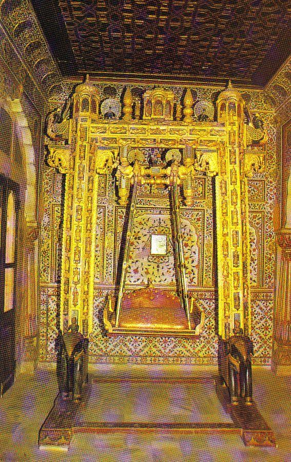 Junagharfort 21 (gouden schommelstoel)