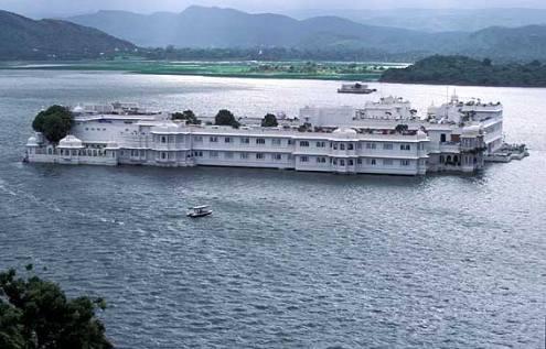 Lake Palace Hotel 01