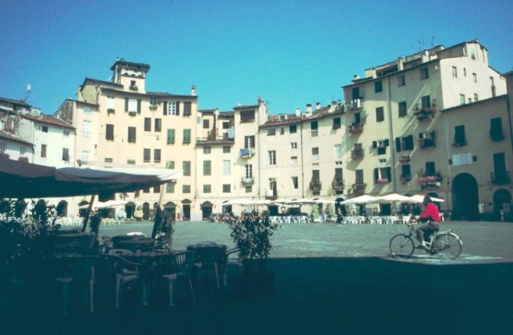 Lucca 03 (Piazza del Mercato)