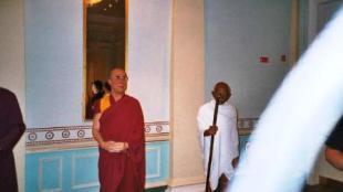 Mme Tussaud 10 (Dalai Lama & Gandhi)