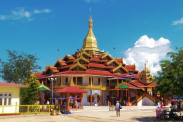 Phaung Daw U Kyaung (11)