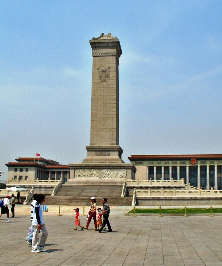 Plein van de Hemelse Vrede 12 (Monument van de Volkshelden)