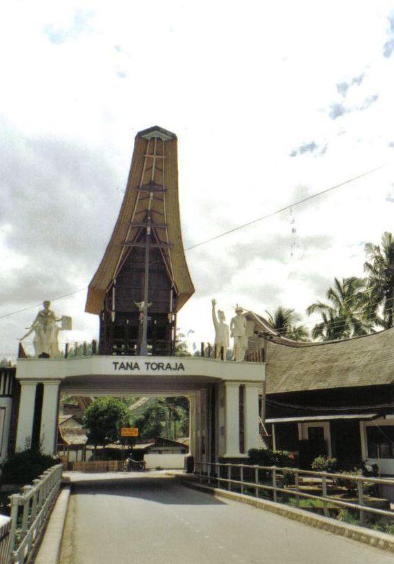 Tana Toraja 58 (toegangspoort)