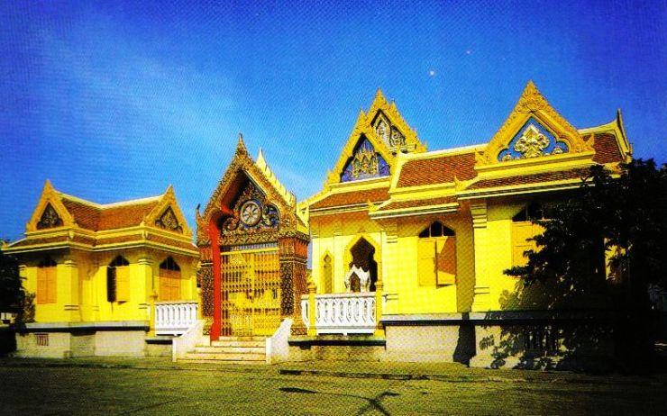 Wat Traimit 01