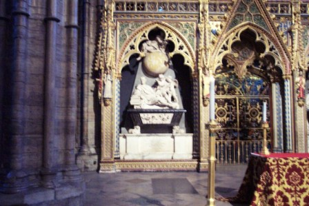 Westminster Abbey 36 (tombe van Isaac Newton)